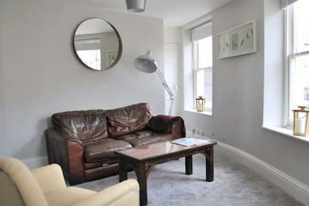 Spacious Period Property - Apartament