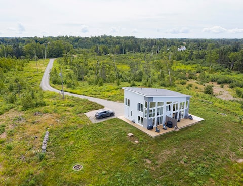 Beautiful 2 Bedroom Retreat on the Bay of Fundy.