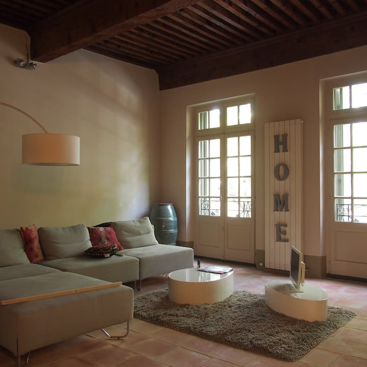 Stylish 2 bed apartment in historic centre of Uzes
