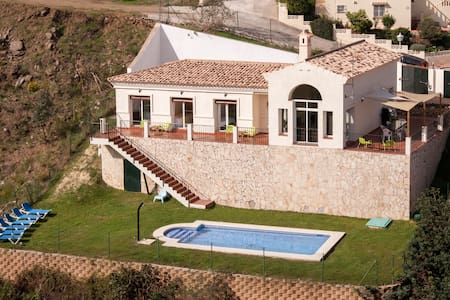 Luxury Villa with large garden Private Pool Mijas - ミハス