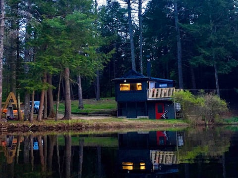 The Photographer's Hut: A Sweetwater Stay