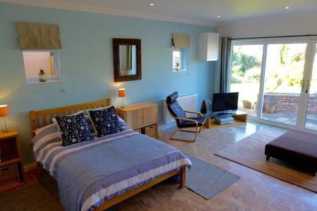 Luxurious 2 bedroom apartment with garden nr beach - Dawlish