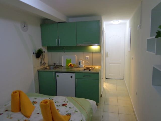 Small charming Studio , 10 minutes to the beach #9