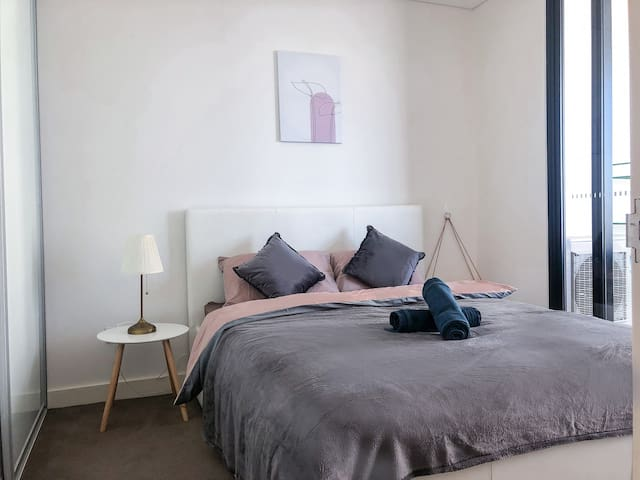 Spacious 1BED+FREE Parking, Close to Olympic Park