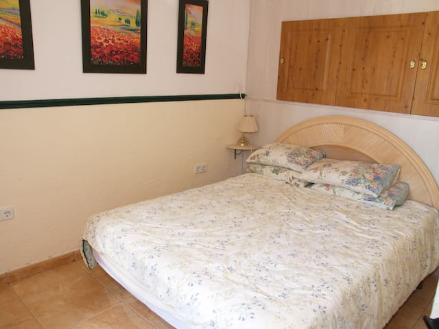 Villa sleeps 6. 2 Double rooms and a twin. - Les Tres Cales - 別荘