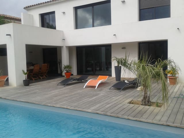 Villa contemporaine près de la Méditerranée