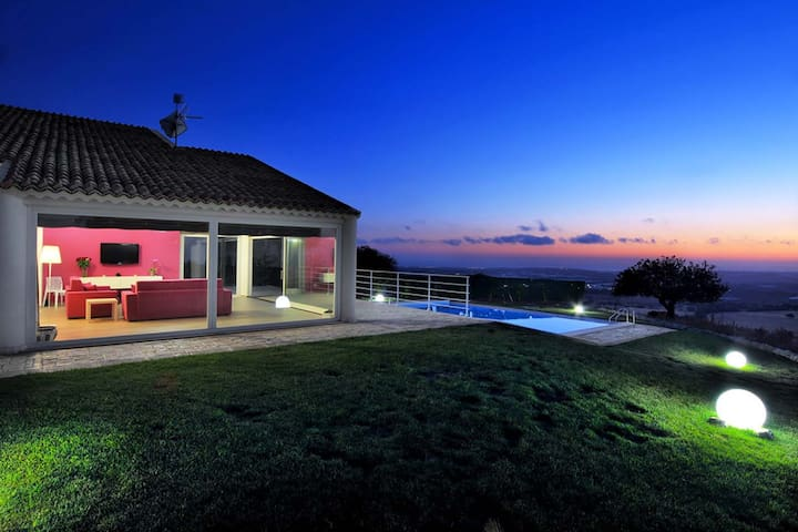 Atena, villa with panoramic pool