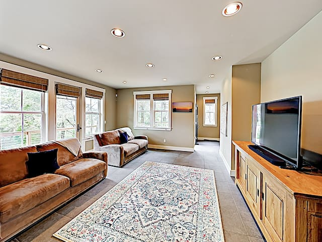 Your 6BR home features 3,219 square feet of plush living space.