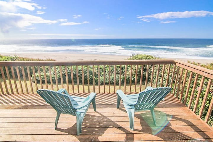 Oceanfront Lincoln City Home with Nearby Beach Access