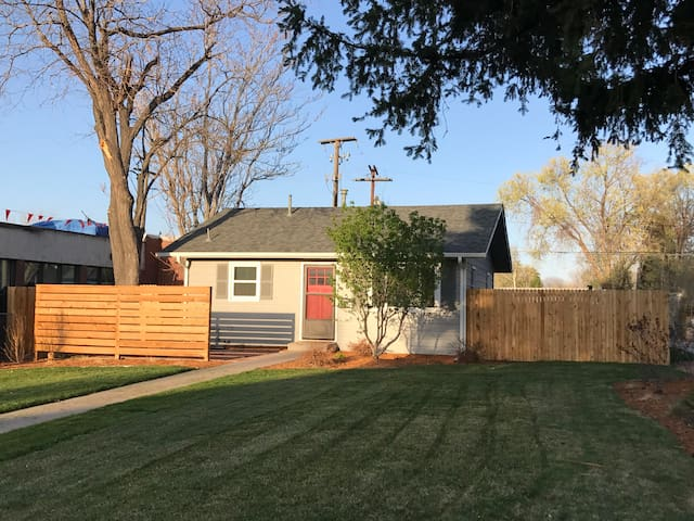 Cozy, centrally located 2 bed 1 bath house - Denver - Casa
