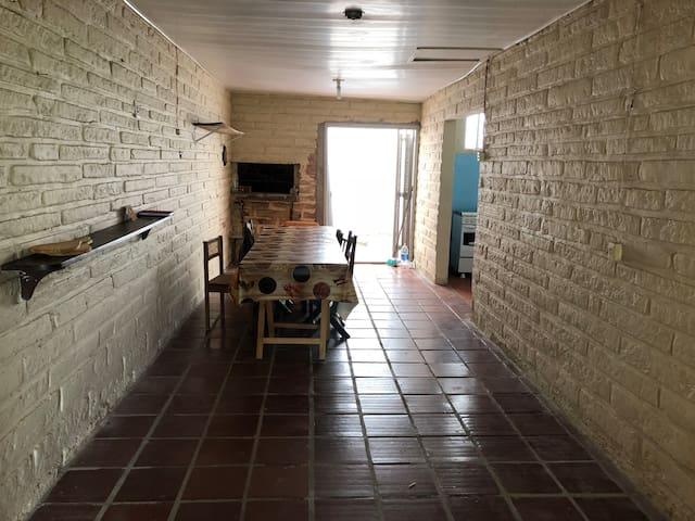Casa na Barra 3 quadras mar  Para 9 pessoas $150