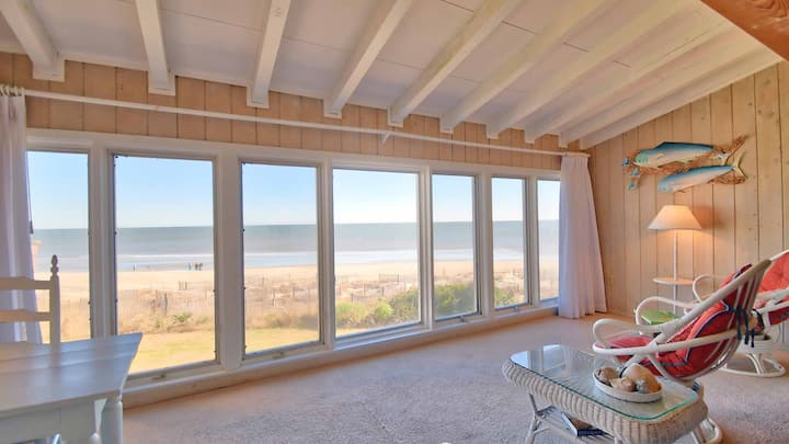 Oceanfront Villa with Beautiful Views, sunroom, wifi and video library Patewood