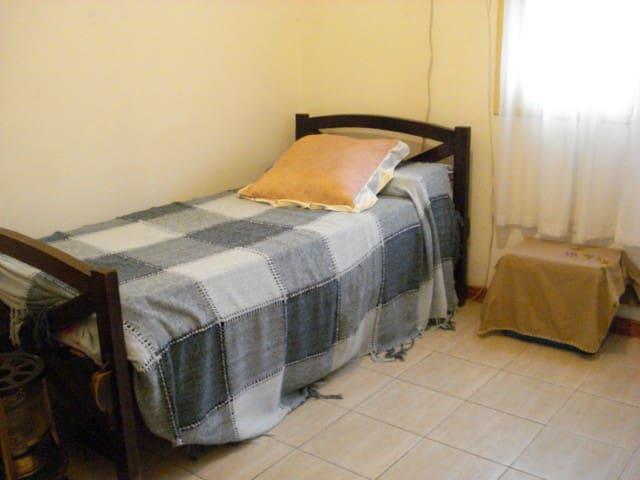 habitación, cómoda, amplia. - Cosquín