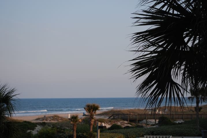 Modern One Bedroom Ocean Front Condo on Amelia - Fernandina Beach