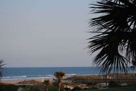 Modern One Bedroom Ocean Front Condo on Amelia - Fernandina Beach - Appartement