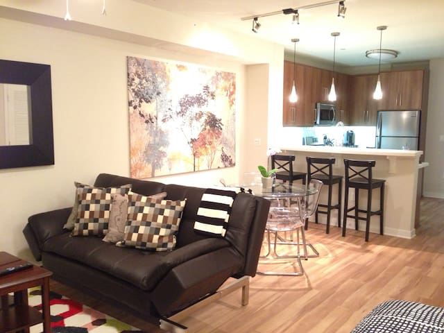 5 STAR OASIS: WALK to Everything! - Glendale - Apartment