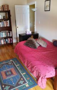 Private bedroom and bathroom in Brooklyn - Brooklyn