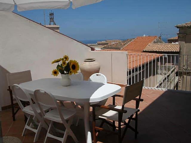 Centro storico Tropea con terrazza, Wi Fi Smart TV