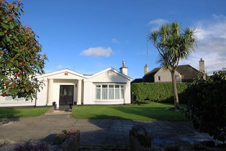 Gorgeous Private Villa & Gardens by the Sea - Dun Laoghaire  - Вилла