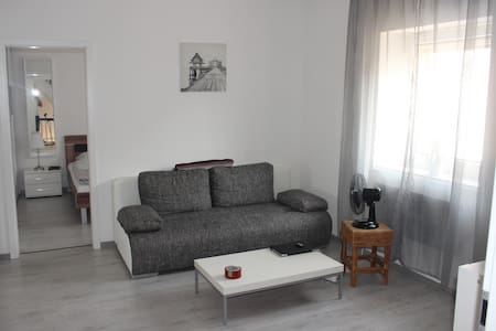 Brand new TLA Appartment in best location garden