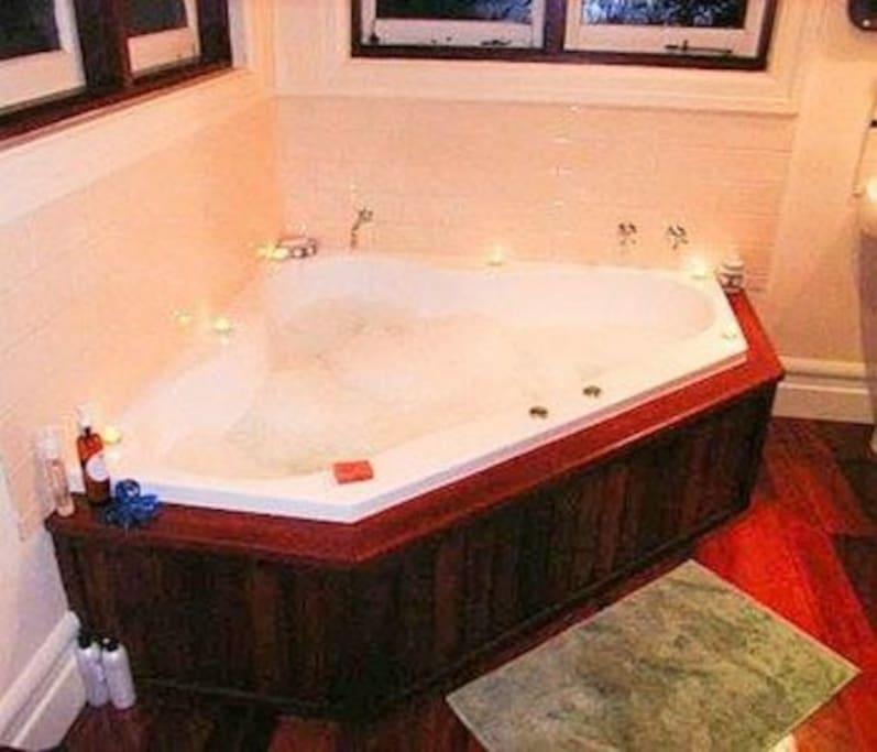 each self contained bathroom has a luxury spa bath .