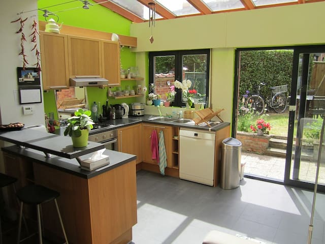 Belle maison de 100 m2 avec jardin - Etterbeek - Casa