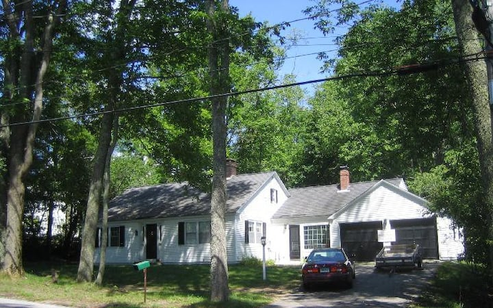 Estabrooke Cottage in the Heart of Castine, Maine