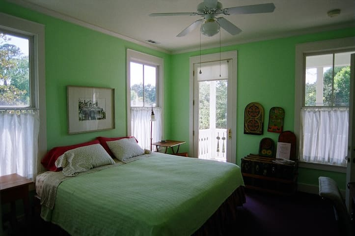 Room 2 golf view room w/jacuzzi tub - Beaufort - Bed & Breakfast