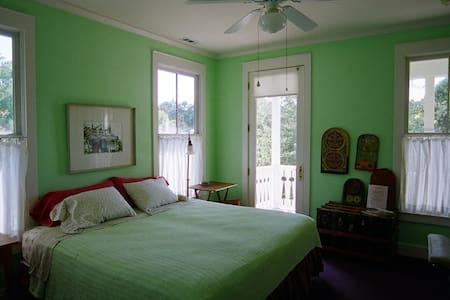 Room 2 golf view room w/jacuzzi tub - Beaufort - Bed & Breakfast
