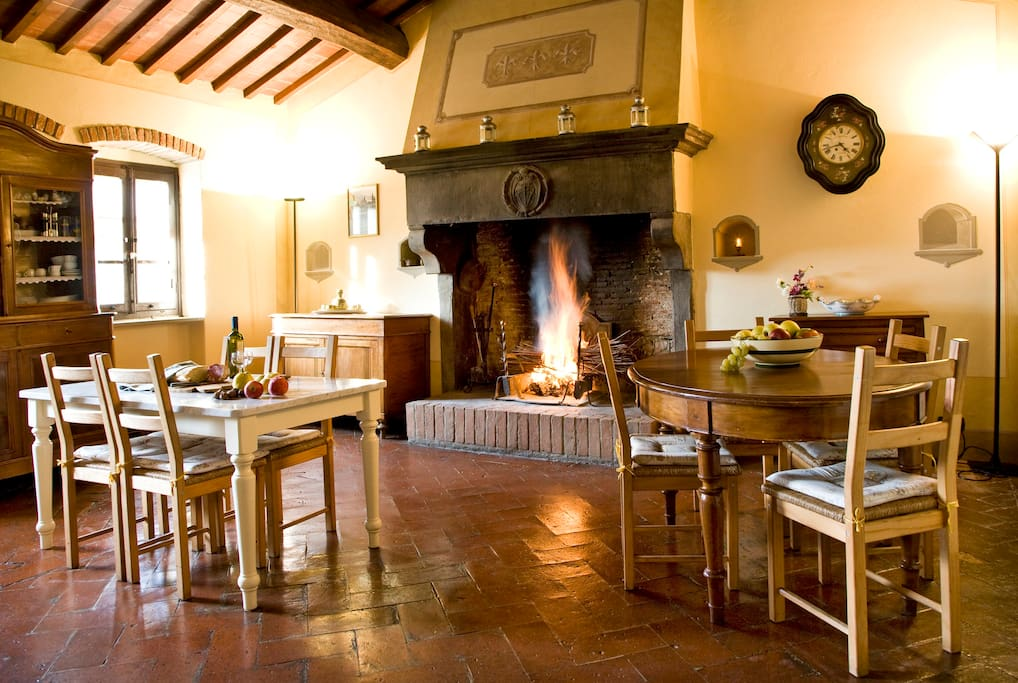 Mulinmaria: the fireplace in the dining room/kitchen