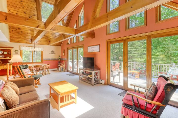 Private home w/ deck, game room, HOA pool & beach - near Shawnee Peak slopes!