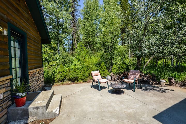private guest patio with outdoor fireplace