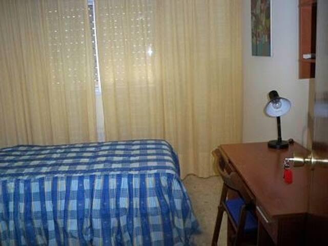 Habitaciones en viapol sevilla appartamenti in affitto for Habitaciones cuadruples en sevilla