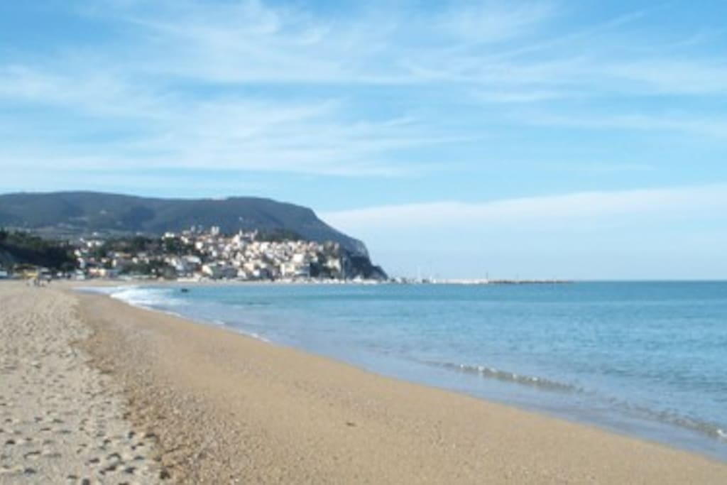 la spiaggia antistante l'appartamento