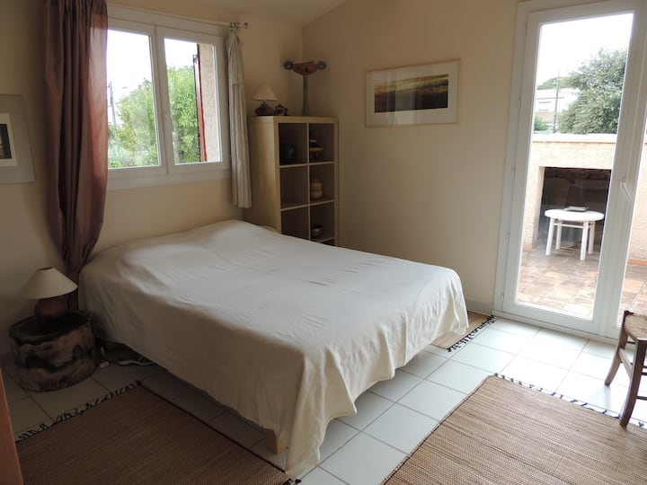 1bedroom sunny and peacefull