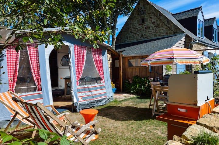 Vintage camping, The Cosy Caravan