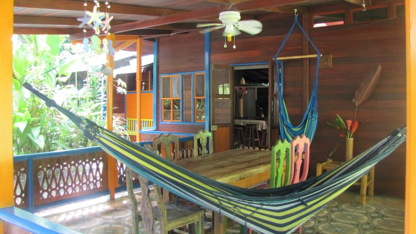 Casa Grande: Jungle & Beach Retreat - Playa Chiquita - Hus