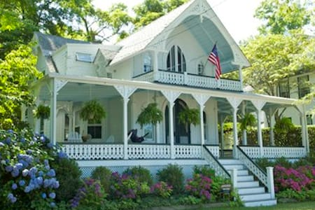 Charming 3BD Heights victorian - Shelter Island Heights