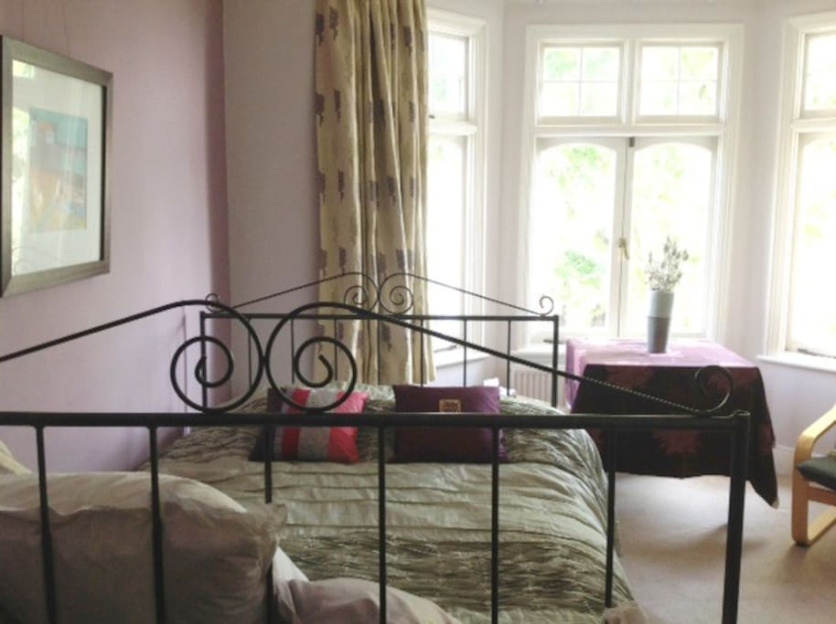 large double room with queen size bed