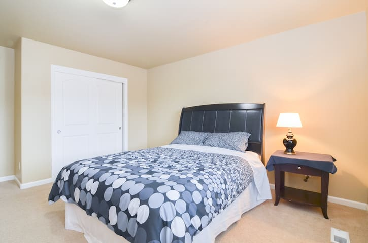 Sunny Beautiful Private Bedroom - Renton