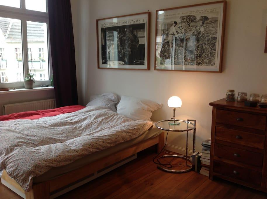Schlafzimmer (Eltern)/ Parents' Bedroom