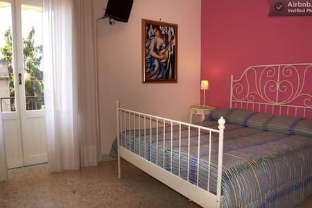 """B&B Raggio di Sole """"blueberry room"""" - Trevignano Romano"""