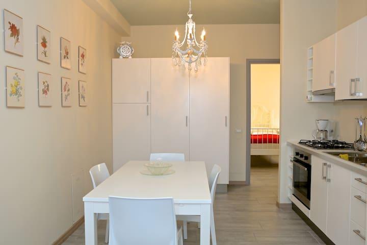 """Casa """"Erika"""" mit Seebl. und Interne - Desenzano del Garda - Apartment"""