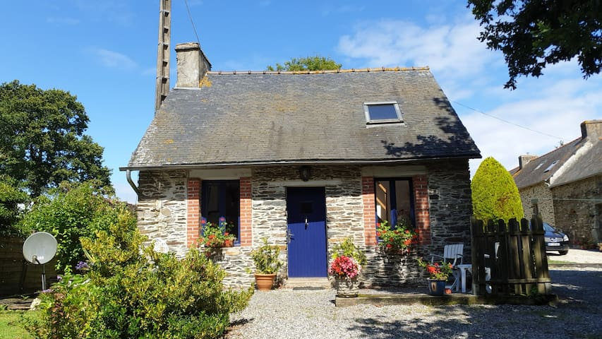 Traditional cottage CENTRAL BRITTANY