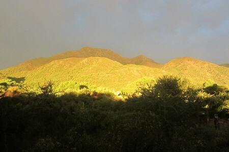 Casa al pie del cerro Uritorco - Naturaleza y Paz