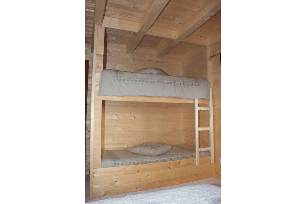 Chambre double + lits superposés
