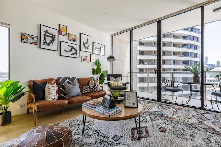 [RARE] Scandi Boho Apt in ❤️ Of DOCKLANDS w VIEWS!