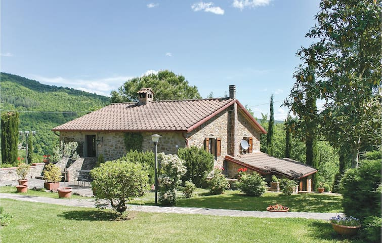 Holiday cottage with 4 bedrooms on 180 m² in Cortona AR