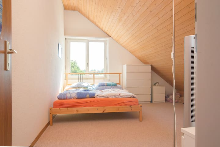 Room w private bathroom, breakfast, wifi - Oberwil-Lieli - Daire