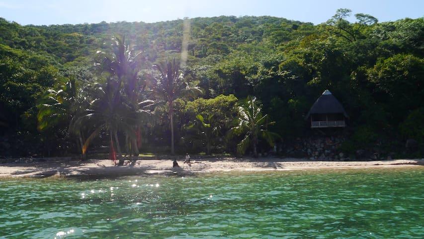 Mishembe Bay - Luke's Beach- Myamba Chalet